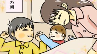 長男、次男、母でよだれを垂らしながら一緒に寝ているイラスト。